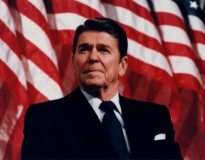Reagan_speaking_in_Minneapolis_1982